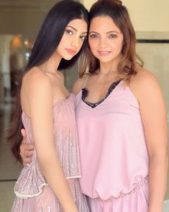 alanna panday mother Deanne Pandey