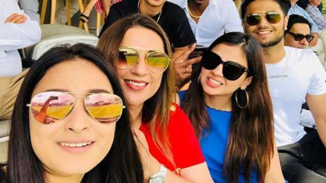 sakshi dhoni with friends