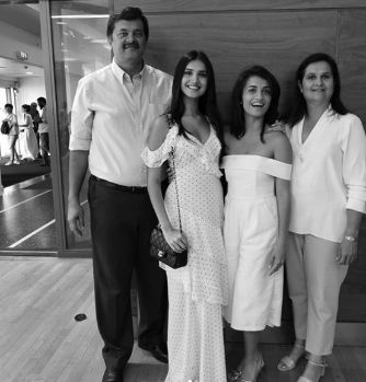 tara sutaria father, mother and sister
